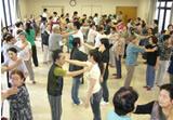 プチナースたちとの交流を楽しむ松本地区のお年寄りたち