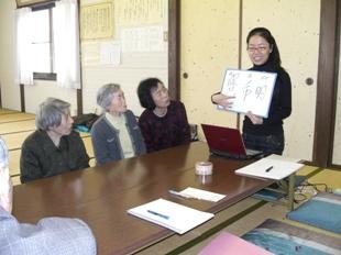 留学生と交流する参加者