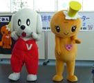 福井県ボランティアセンターキャラクターのランティー(左)とふくみん